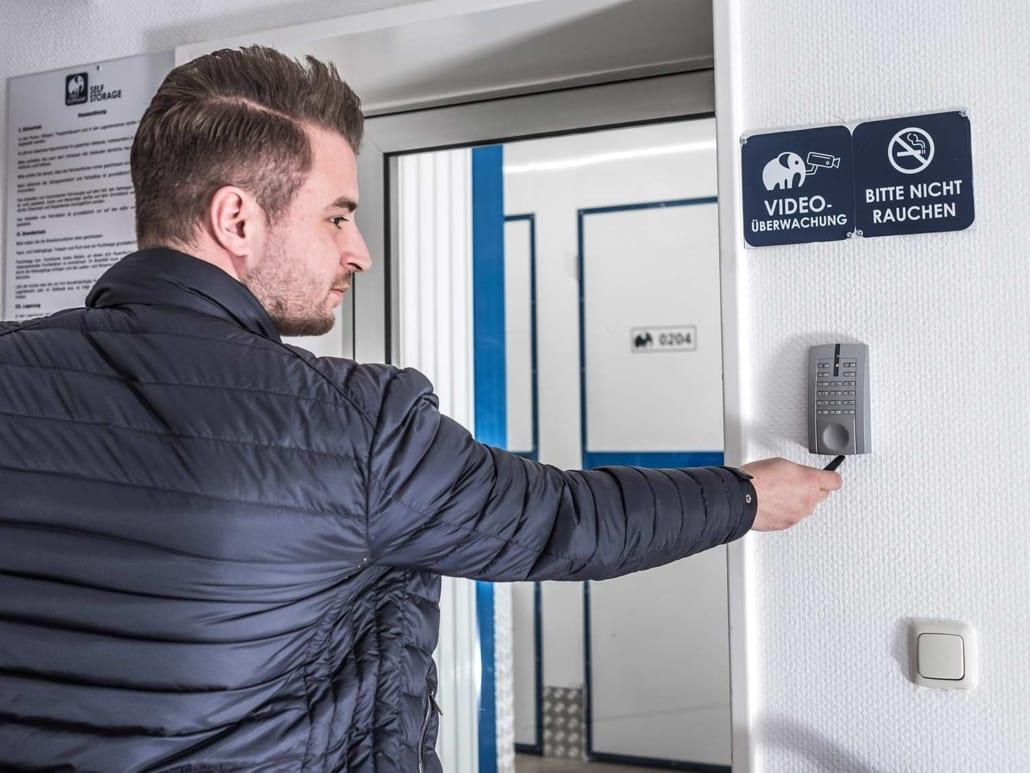 Lagerraum Bochum – gesicherter Eingangsbereich